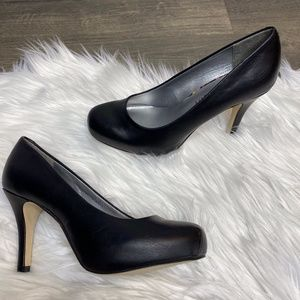 Madden Girl Getta Black Leather Round Toe  Pump